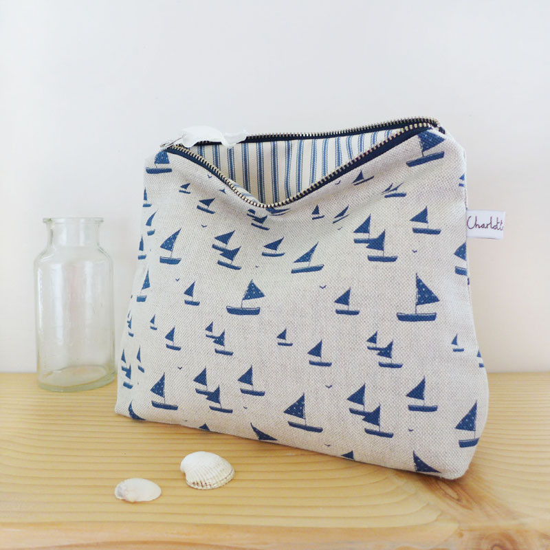 navy_sailboats_tall_zip_pouch_1